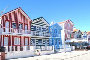 maison ville maison façade propriété appartement Portugal Aveiro immobilier Maisons colorées zone résidentielle Belles maisons Maisons de poupées